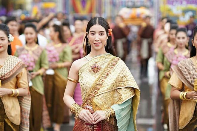 Dàn mỹ nhân đẹp nhất Tbiz hóa nữ thần tại Songkran 2019: Nữ chính Friend zone đỉnh cao nhưng có bằng 5 sao nữ này? - Ảnh 24.