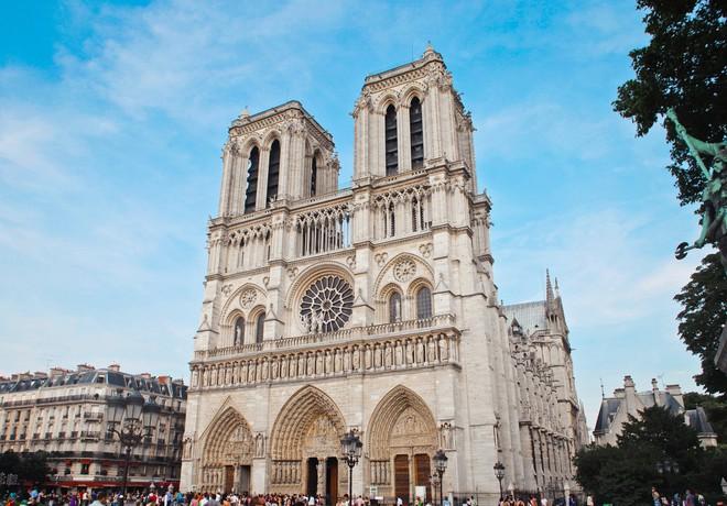 Trước khi sụp đổ một phần vì vụ cháy chấn động, Nhà thờ Đức Bà ở Paris từng là biểu tượng bình yên của cả nước Pháp - Ảnh 5.