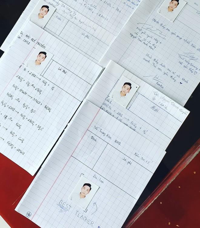 Chấm bài kiểm tra, thầy giáo trẻ hạnh phúc không thốt nên lời khi phát hiện nhiều trò dán ảnh mình vào ô ghi điểm - ảnh 1