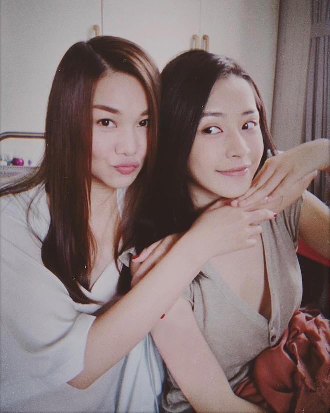 Thanh Hằng chụp ảnh cùng Chi Pu, ai tin rằng họ chênh nhau tận 10 tuổi cơ chứ - Ảnh 2.