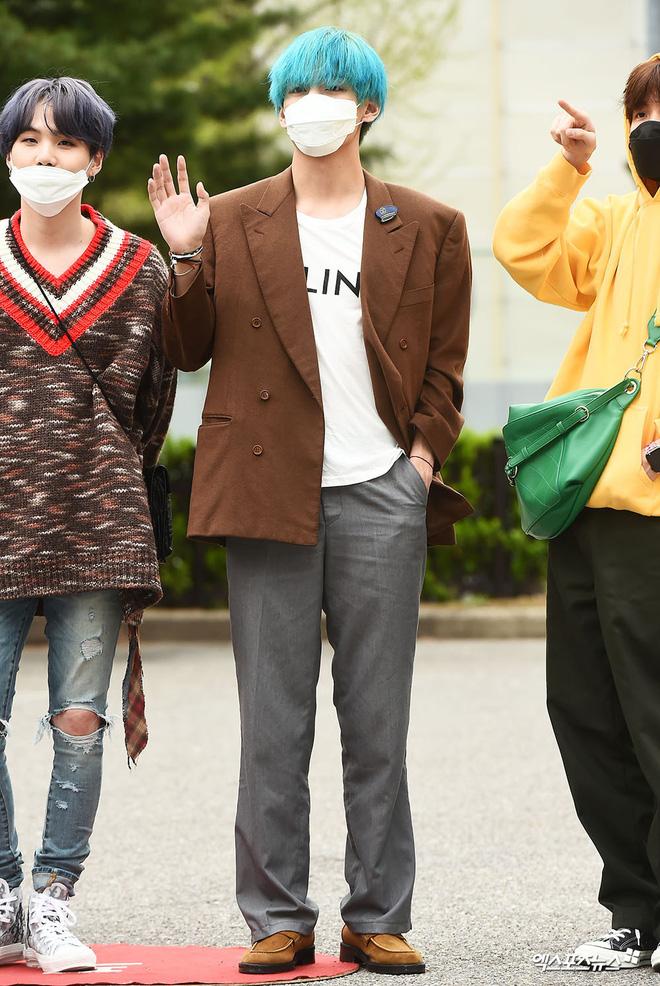 Quân đoàn idol hot nhất Kpop quy tụ: Mỹ nam BTS hớ hênh, nữ thần lai và dao kéo đọ sắc lung linh bên dàn mỹ nhân - ảnh 2