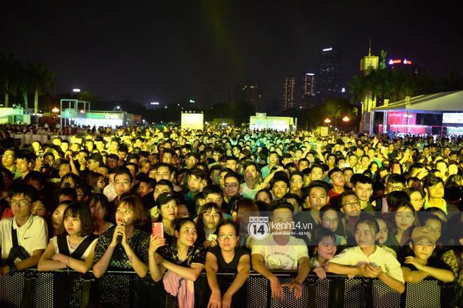 Sơn Tùng M-TP diện áo trắng chuẩn soái ca, Min xuất hiện không mệt tại sự kiện lớn ở Hà Nội - ảnh 8