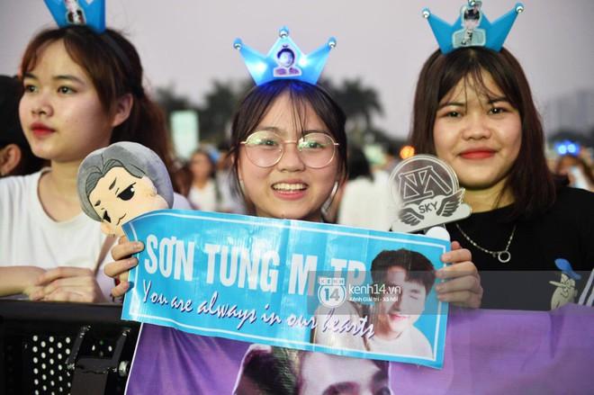 Sơn Tùng M-TP diện áo trắng chuẩn soái ca, Min xuất hiện không mệt tại sự kiện lớn ở Hà Nội - ảnh 9