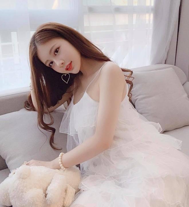 Rộ tin thiếu gia Phan Hoàng Có tình mới sau 20 ngày chia tay, thả tim ảnh người đẹp đều như vắt chanh - ảnh 4