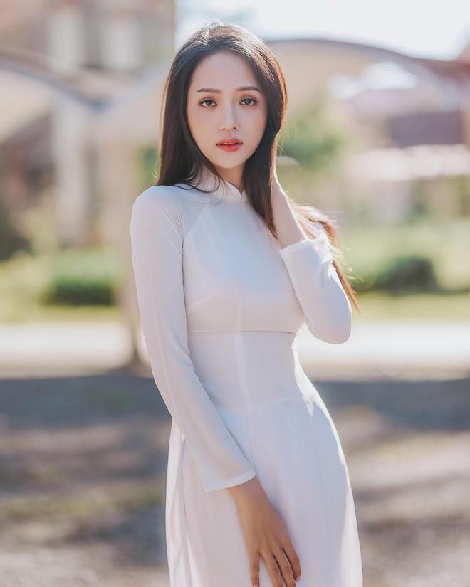 Đôi lần Hương Giang diện áo dài trắng hay còn gọi là những khoảnh khắc nàng hậu khiến vạn người ngẩn ngơ - ảnh 3