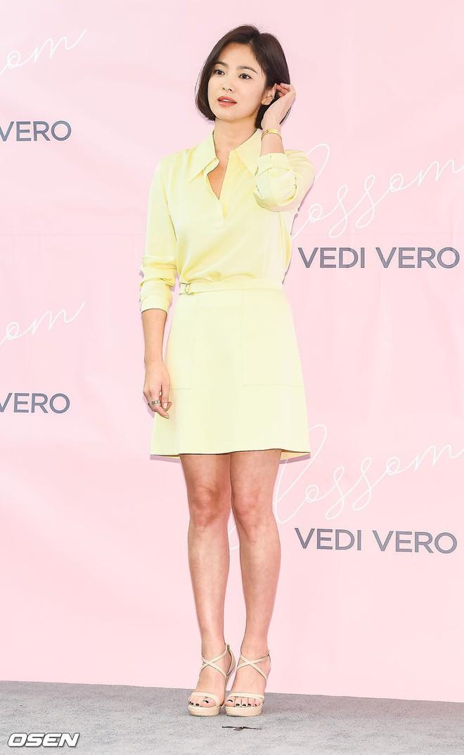 Mong có một ngày, Song Hye Kyo chinh phục thành công gam màu vàng chứ hiện tại thì lần nào mặc cũng mắc lỗi - ảnh 1