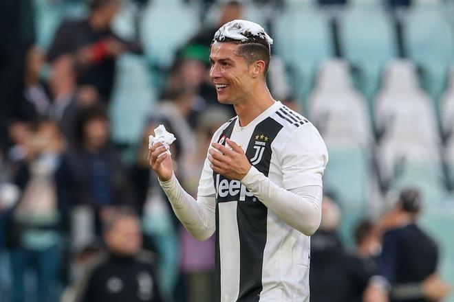 Ronaldo trở thành tâm điểm của màn ăn mừng vô địch có một không hai - ảnh 7