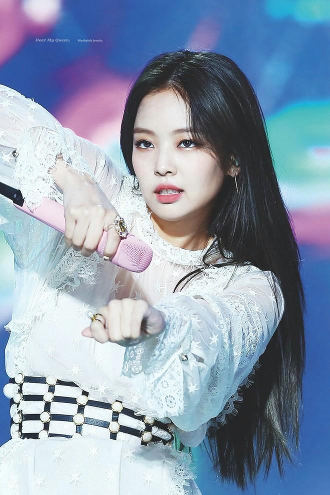 Tranh cãi BXH idol nữ hot nhất Kpop: Jennie giành No.1, nhưng Jisoo và 2 mỹ nhân Black Pink bị 4 tân binh vượt mặt - ảnh 1