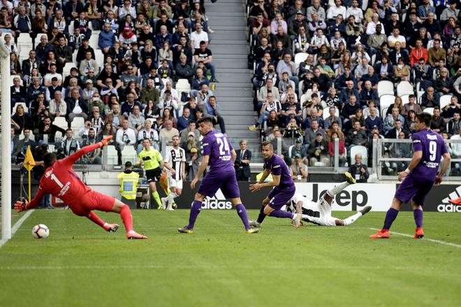 Ronaldo trở thành tâm điểm của màn ăn mừng vô địch có một không hai - ảnh 3