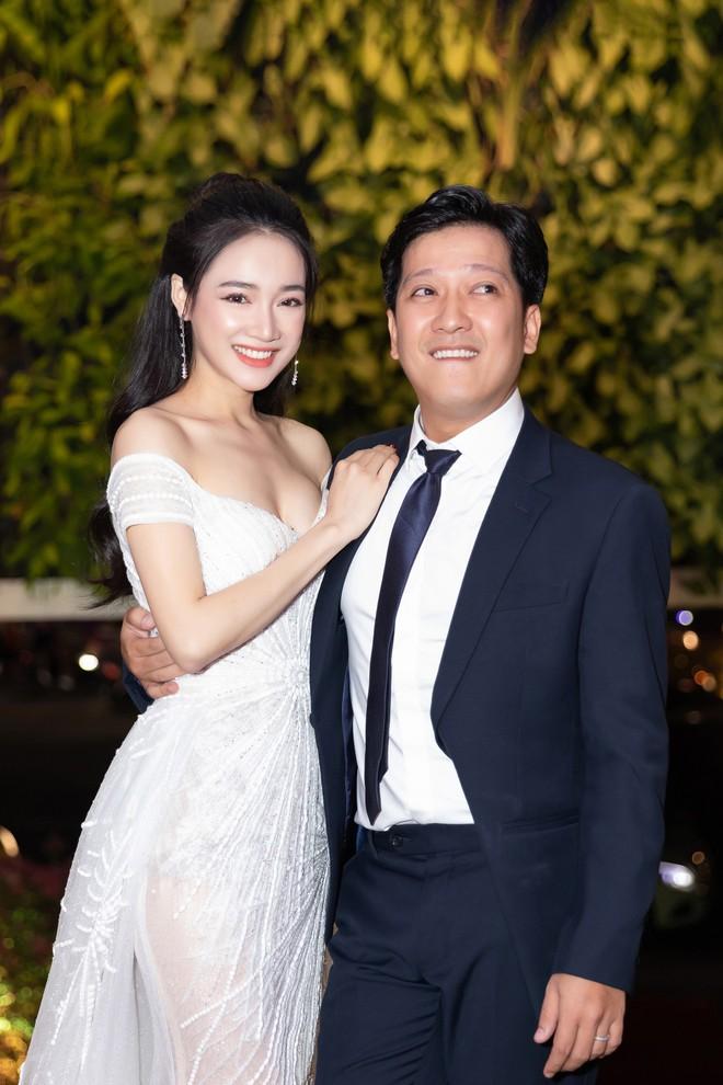 Nhã Phương - Trường Giang tay đan tay, lần đầu lộ diện cùng nhau sau nửa năm tổ chức đám cưới - ảnh 5