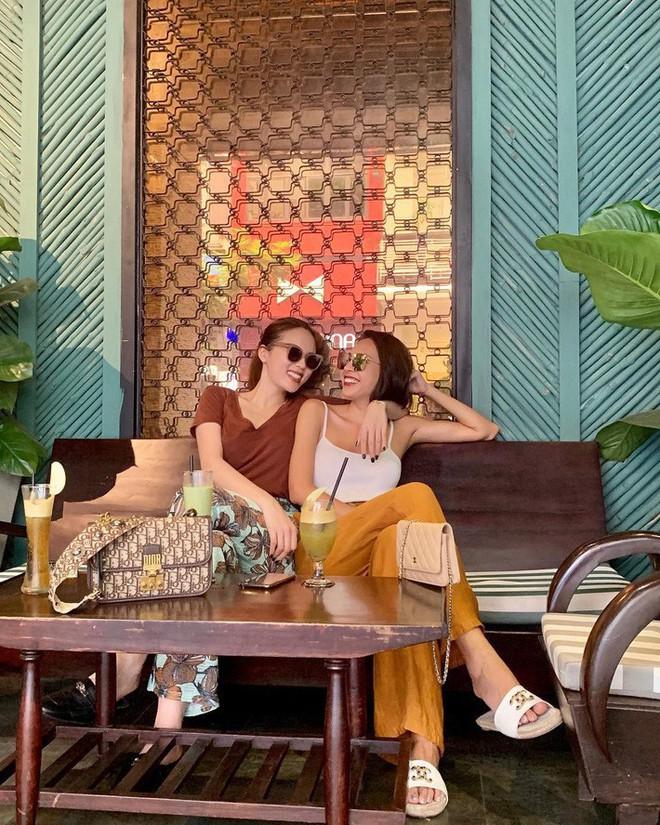 Kỳ Duyên tình ấm mặn nồng bên Minh Triệu, Hà Tăng diện váy sát nách đương đầu với nắng nóng trong street style tuần này - ảnh 2