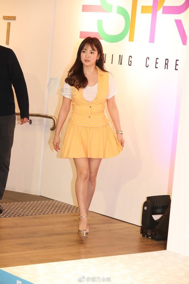 Mong có một ngày, Song Hye Kyo chinh phục thành công gam màu vàng chứ hiện tại thì lần nào mặc cũng mắc lỗi - ảnh 4