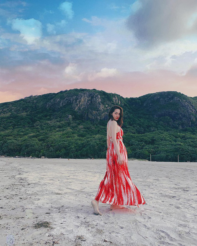 Kỳ Duyên tình ấm mặn nồng bên Minh Triệu, Hà Tăng diện váy sát nách đương đầu với nắng nóng trong street style tuần này - ảnh 14