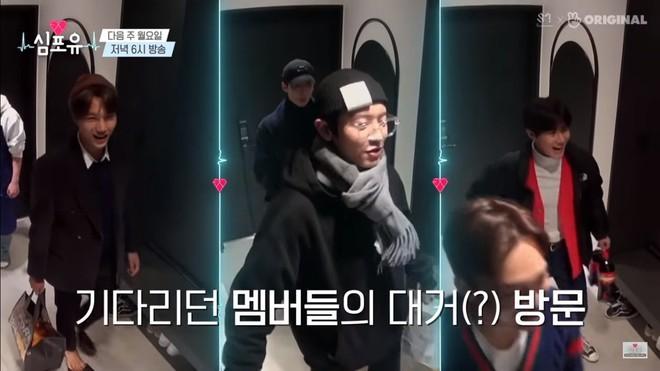 EXO rủ nhau ăn tân gia nhà Xiumin, choáng nhất là món quà của Baekhyun & Chanyeol! - ảnh 3