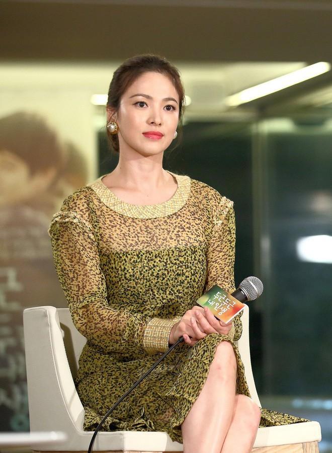 Mong có một ngày, Song Hye Kyo chinh phục thành công gam màu vàng chứ hiện tại thì lần nào mặc cũng mắc lỗi - ảnh 7