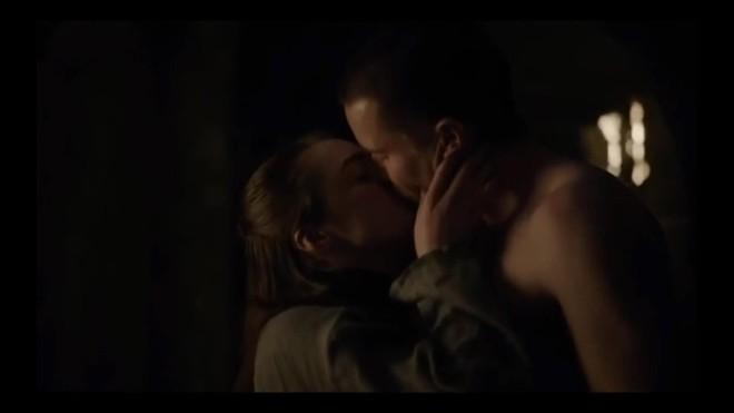 Khán giả xem Game of Thrones chỉ quan tâm màn mây mưa của Arya, bất chấp cuộc chiến kinh điển sắp tới - ảnh 1