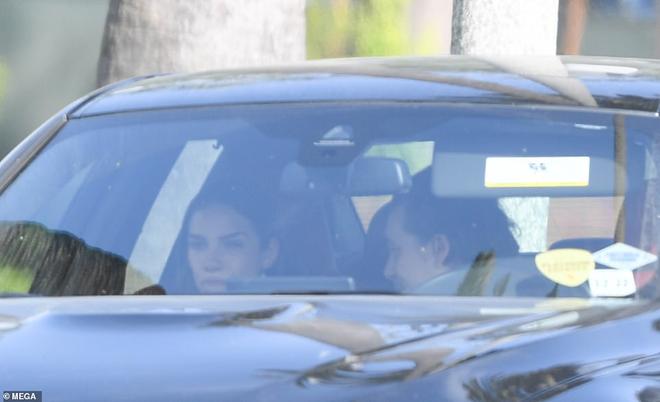 Brooklyn Beckham và bạn gái đứng trên bờ vực chia tay: Cãi vã đến độ mất kiểm soát, cả 2 cùng bật khóc trên đường - Ảnh 4.