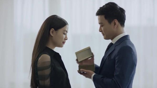 Hoàng Thuỳ Linh quê độ vì tưởng được cầu hôn trong Mê Cung, ai ngờ hôn phu bỏ chạy theo trai lạ - Ảnh 4.