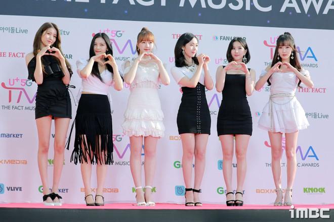 Thảm đỏ hội tụ gần 80 idol cực phẩm: Mỹ nhân TWICE té ngã nhưng vẫn bị Joy chiếm spotlight, BTS quyền lực bên dàn sao - ảnh 33
