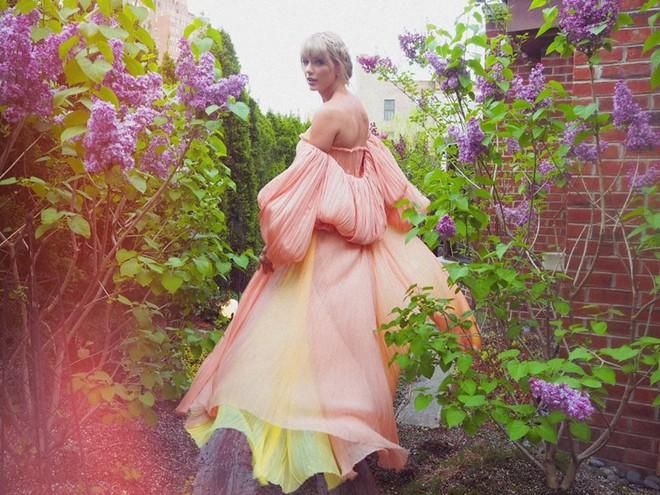 """Taylor Swift rũ bỏ hình tượng """"nàng rắn kiêu kỳ"""" quay về """"công chúa đồng quê""""? - Ảnh 1."""