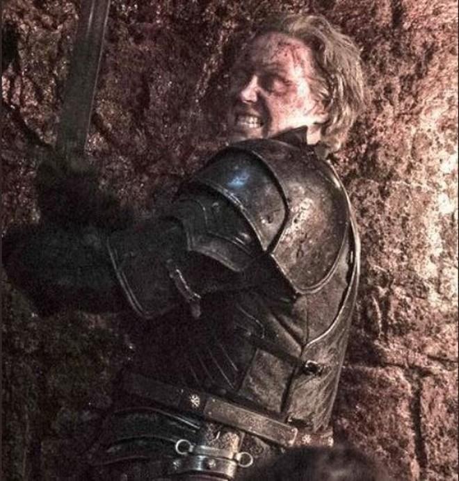Game of Thrones mùa 8 tập 3: Tưởng ghê gớm, Dạ Đế cuối cùng bị Arya tiễn vong chỉ bằng một nhát - ảnh 3