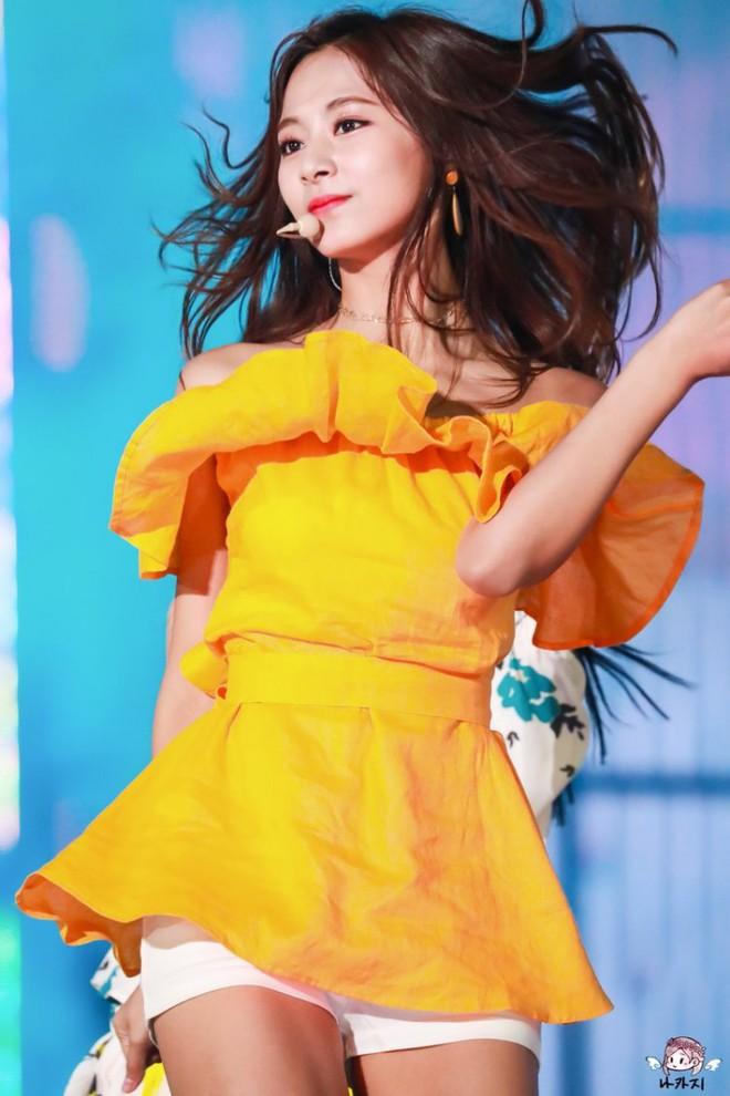Sao Hàn làm bùng nổ MXH chỉ bằng hành động đơn giản đến không tưởng: Khóc, buộc tóc cũng gây sốt! - Ảnh 12.