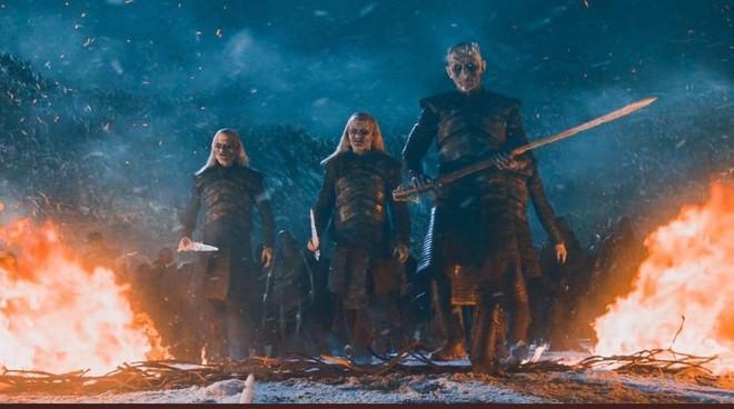 Game of Thrones mùa 8 tập 3: Tưởng ghê gớm, Dạ Đế cuối cùng bị Arya tiễn vong chỉ bằng một nhát - ảnh 1