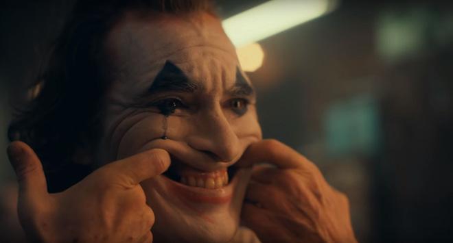 DC bất ngờ đánh úp fan bằng trailer Joker u ám lẫn điên loạn - Ảnh 6.