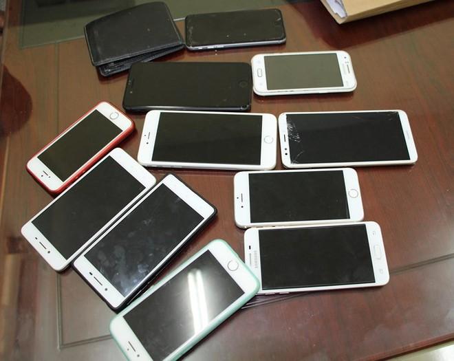 Nhóm 9X chuyên cướp giật điện thoại sa lưới - ảnh 1