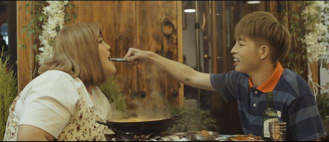 Chuyện tình của Đức Phúc và cô nàng thánh ăn Yang Soobin trong MV được dân mạng đẩy thuyền như Nobita và Chaiko - Ảnh 9.