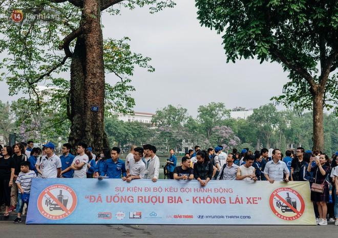 Chùm ảnh: 8.000 người mang logo Đã uống rượu bia - Không lái xe cùng tuần hành trên phố đi bộ Hồ Gươm - Ảnh 3.