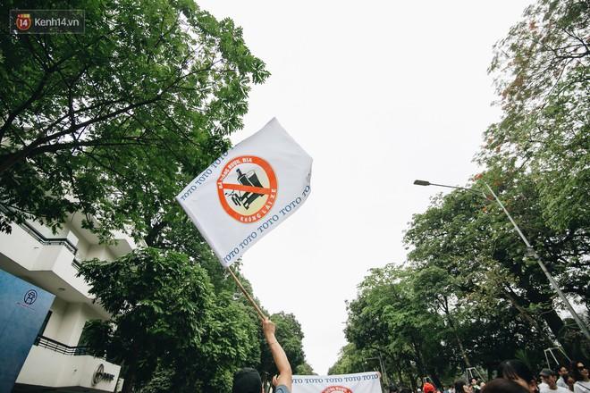 Chùm ảnh: 8.000 người mang logo Đã uống rượu bia - Không lái xe cùng tuần hành trên phố đi bộ Hồ Gươm - Ảnh 11.