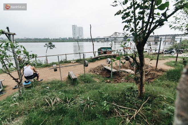 Sân tập thể hình tự chế của các lão bối: Vừa tập, vừa có thể ngắm sông Hồng và cầu Long Biên - Ảnh 5.