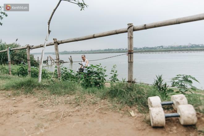 Sân tập thể hình tự chế của các lão bối: Vừa tập, vừa có thể ngắm sông Hồng và cầu Long Biên - Ảnh 8.