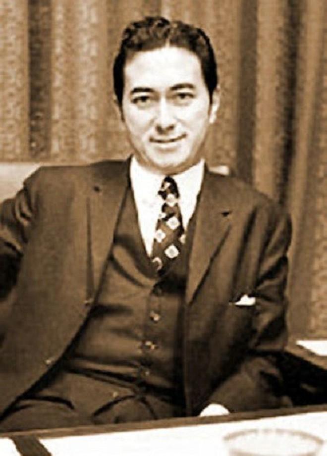Vua sòng bạc Macau Hà Hồng Sân thời trẻ: Đẹp trai, giàu có, hoàn hảo hơn tất cả các nam thần trong ngôn tình - Ảnh 4.