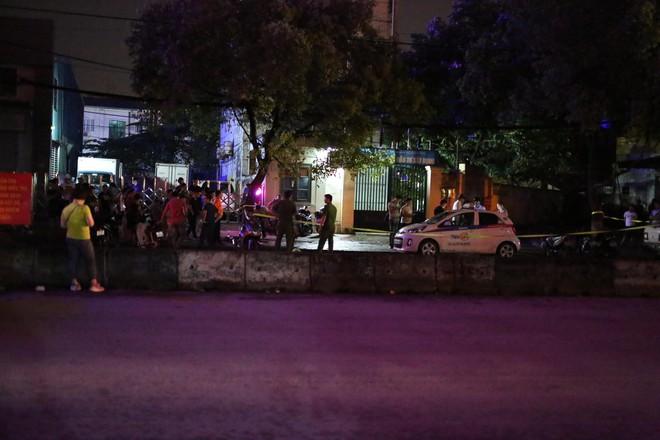 Hà Nội: Phát hiện nữ tài xế bị đâm trọng thương trên xe taxi, nghi bị sát hại do mâu thuẫn tình cảm - Ảnh 7.