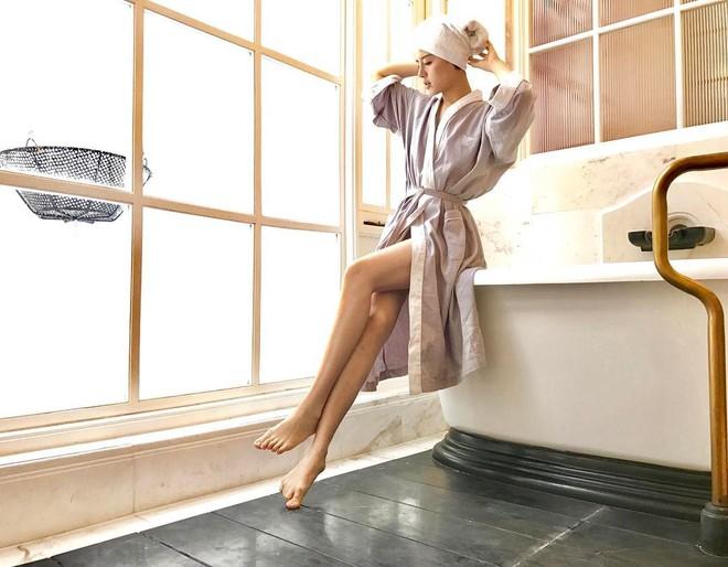 Khi bồn tắm là phụ kiện đọ độ chanh xả của hot girl: Người hở bạo, kẻ kín đáo nhưng vẫn khó phân định ai sexy hơn - Ảnh 7.