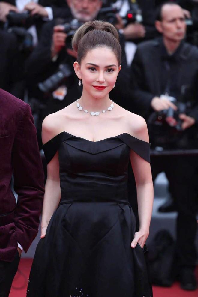 Thảm đỏ LHP Cannes 2019: Selena bức thở với vòng 1 khủng, Ella Fanning như bà hoàng bên dàn siêu mẫu Victorias Secret - Ảnh 26.