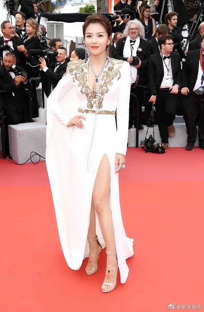 Thảm đỏ LHP Cannes 2019: Selena bức thở với vòng 1 khủng, Ella Fanning như bà hoàng bên dàn siêu mẫu Victorias Secret - Ảnh 28.