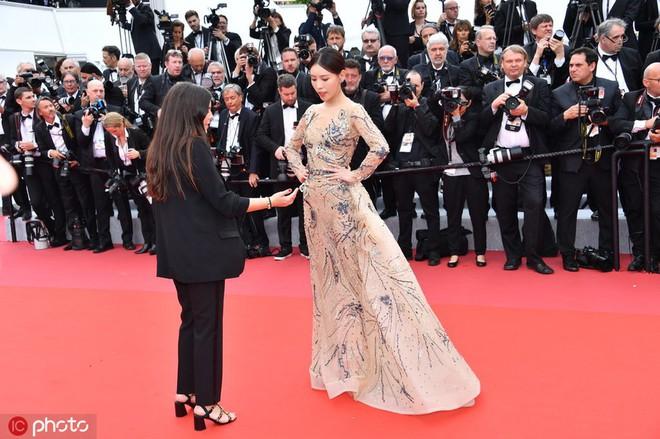 Mỹ nhân khiến Cbiz ê chề trong ngày đầu Cannes: Bị đuổi khỏi thảm đỏ vẫn giả ngơ, hoá ra từng đóng Diên Hi Công Lược - Ảnh 4.