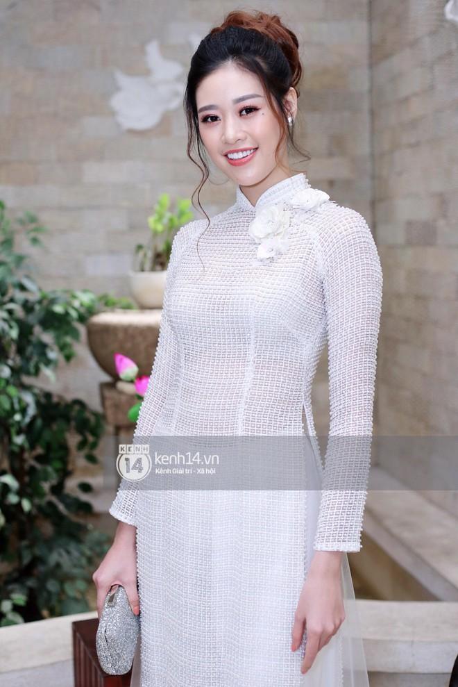 Phương Khánh để tóc mái bằng, khoe eo thon 54 cm cũng chưa chặt chém bằng mỹ nhân đeo nhẫn 5,5 tỷ đồng dự sự kiện - Ảnh 11.