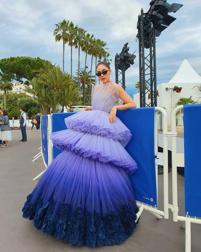 Muốn lịm đi với màn tập hợp váy công chúa ngày khai mạc Cannes 2019, bộ nào cũng bồng bềnh thần tiên quá đỗi - ảnh 1