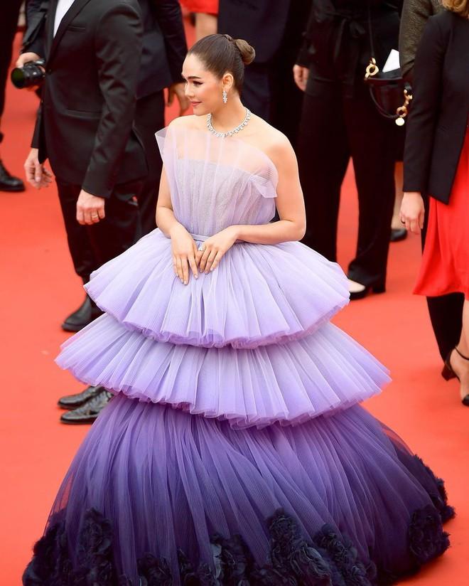 Muốn lịm đi với màn tập hợp váy công chúa ngày khai mạc Cannes 2019, bộ nào cũng bồng bềnh thần tiên quá đỗi - ảnh 3