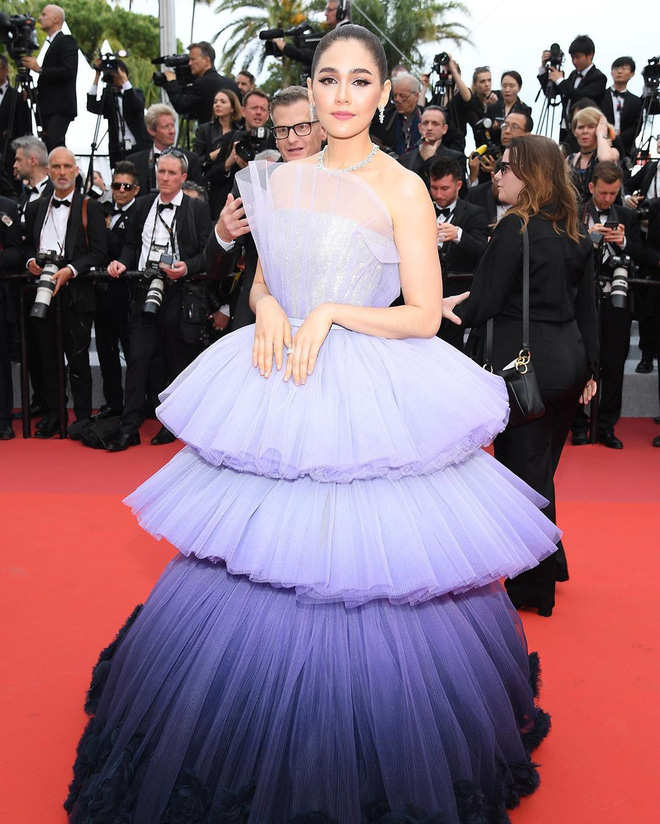 Muốn lịm đi với màn tập hợp váy công chúa ngày khai mạc Cannes 2019, bộ nào cũng bồng bềnh thần tiên quá đỗi - ảnh 2