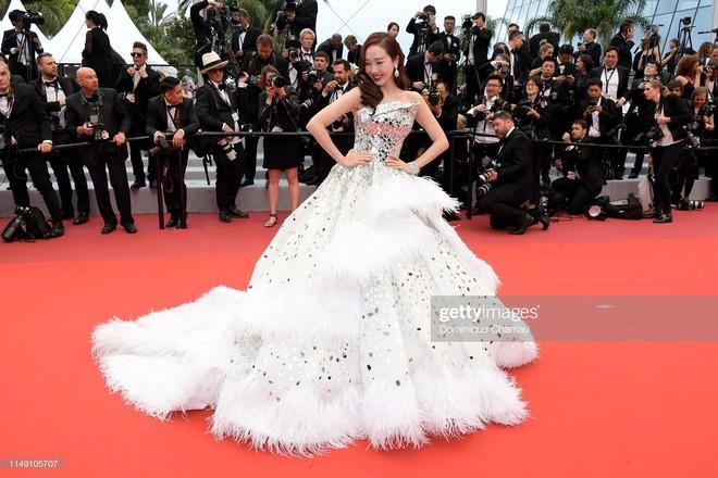 Thảm đỏ LHP Cannes 2019: Selena bức thở với vòng 1 khủng, Ella Fanning như bà hoàng bên dàn siêu mẫu Victorias Secret - Ảnh 22.