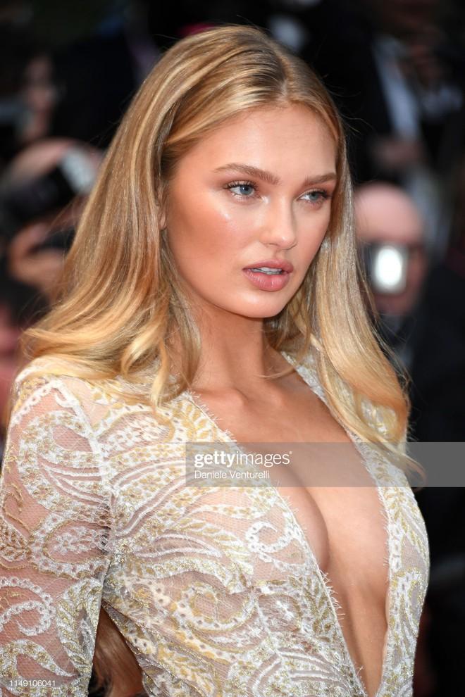 Thảm đỏ LHP Cannes 2019: Selena bức thở với vòng 1 khủng, Ella Fanning như bà hoàng bên dàn siêu mẫu Victorias Secret - Ảnh 19.