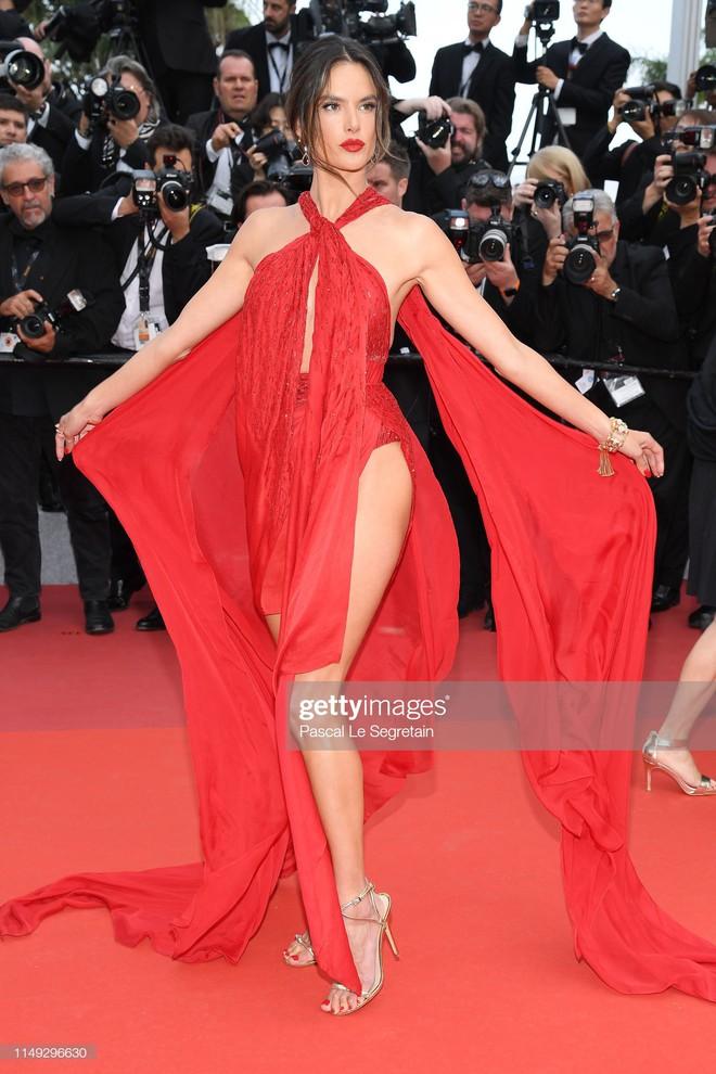 Thảm đỏ Cannes ngày 2: Thiên thần Victoria's Secret suýt lộ hàng, Phạm Băng Băng Thái Lan xinh như tiên tử - ảnh 4