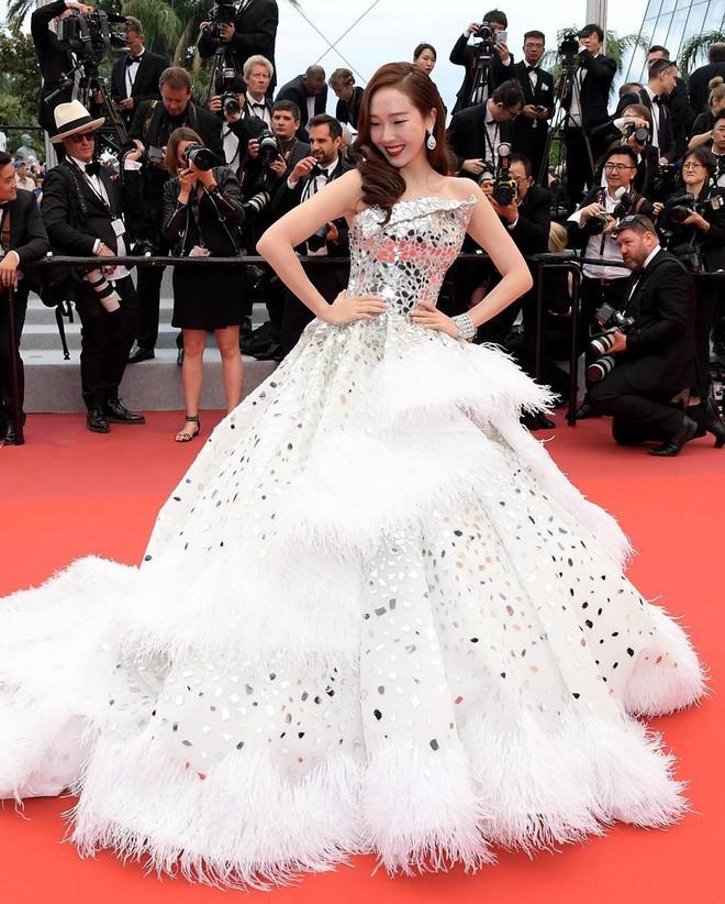 Muốn lịm đi với màn tập hợp váy công chúa ngày khai mạc Cannes 2019, bộ nào cũng bồng bềnh thần tiên quá đỗi - ảnh 11