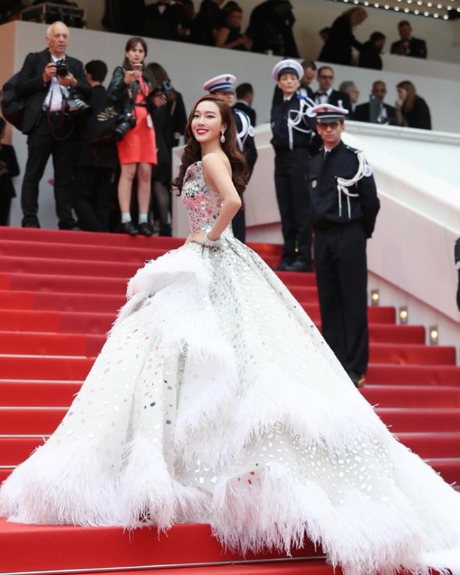 Muốn lịm đi với màn tập hợp váy công chúa ngày khai mạc Cannes 2019, bộ nào cũng bồng bềnh thần tiên quá đỗi - ảnh 8