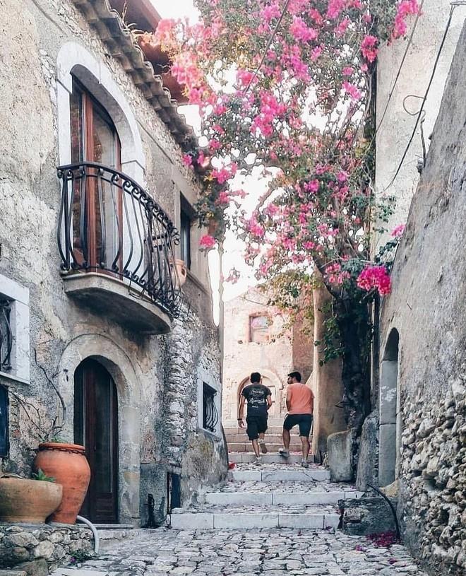 """Có gì tại hòn đảo được mệnh danh là """"thánh địa mafia"""" kì lạ hút hàng triệu du khách mỗi năm ở Ý? - ảnh 9"""